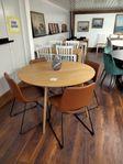 Runt bord ek 4 stolar