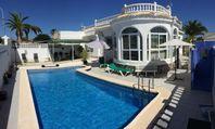 Villa i Torrevieja, La Siesta med privat pool & trädgård