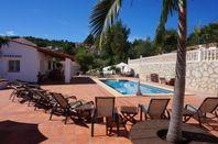 Stor lyxig villa med pool och jacuzzi