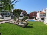 Radhus i tre plan i Torrevieja med havsutsikt