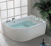 Nätt, stilrent badkar för 2 personer PM-hem