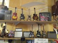 Mini prydnads-gitarrer- m.m