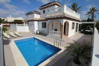 Villa m egen pool 200m ifrån La mata stranden