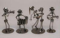 Musiker och dansare i metall