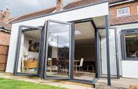 Moderna energiglas vikdörrar i aluminium