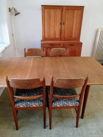Clamare nyckel, Carl Malmsten. Bord, 4 stolar och skåp